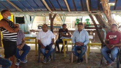 Photo of Senador Moreno Arias se solidariza con dueños de casetas  incendiadas  en la zona costera y hace  entrega de  incentivos económicos