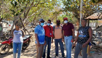 Photo of ¡RESOLVIENDO! Jenrry Castro junto a comisión del INVI realiza levantamiento casetas incendiadas Buen Hombre